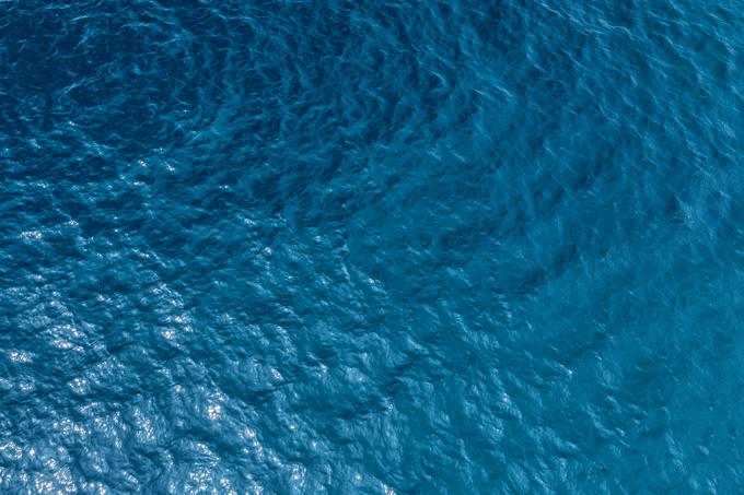 Quais são as dimensões dos oceanos em área e volume?