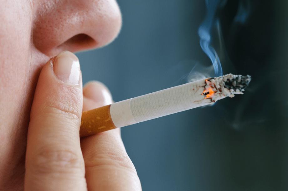 CIGARRO:Vários atores fumam cigarros comuns, mas muitos preferem versões sem nicotina, criadas para auxiliar quem tenta parar de fumar. Importados dos EUA, custam US$ 4 o maço.