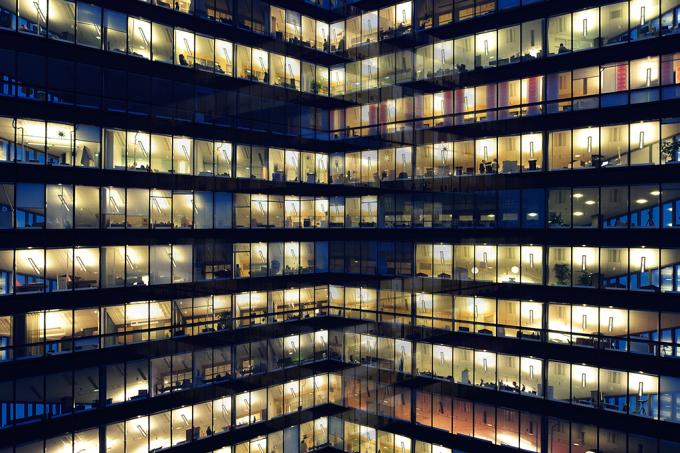 Seu andar no prédio pode afetar as decisões que você toma no trabalho