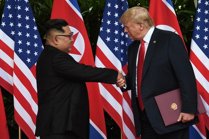 """Trump cria """"filme"""" no qual ele e Kim Jong-Un são heróis"""