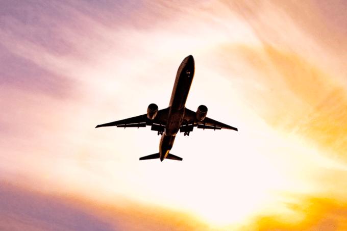 Aviões comerciais são capazes de fazer manobras radicais, como loopings?