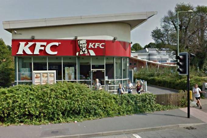KFC sofre retaliação após clientes terem sido multados por terem demorado demais para comer frangor