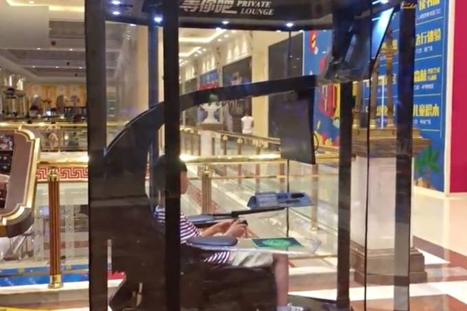 Shopping chinês cria cabine para jogos