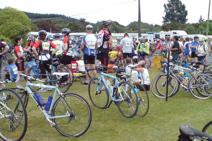 1280px-taupo_cycle_challenge_02