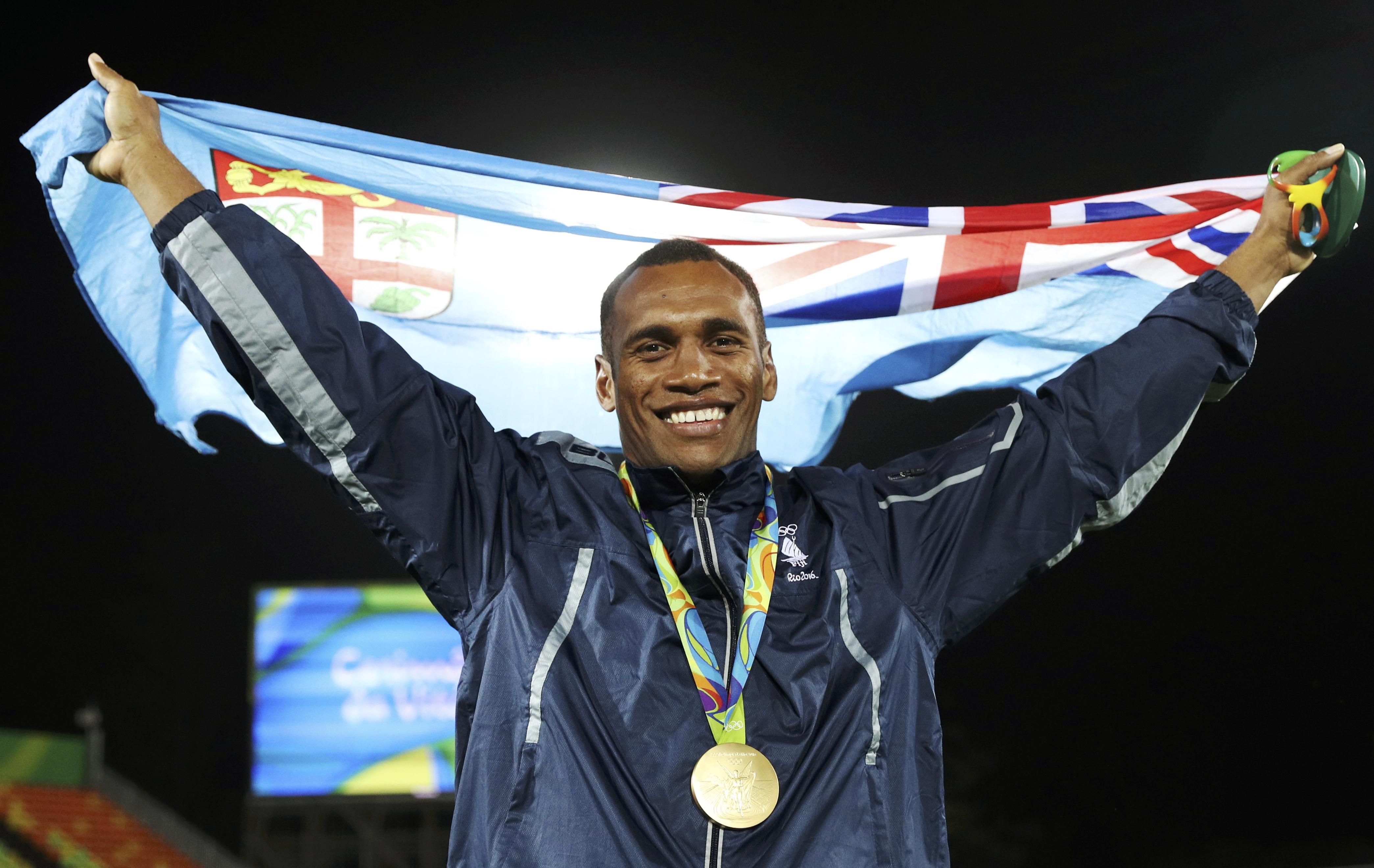 Fiji conquista ouro inédito ao derrotar ingleses na final do rúgbi.