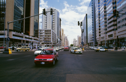 4f17308d865be24ddb00018brua-avenida-carro-cidade-farol.jpg