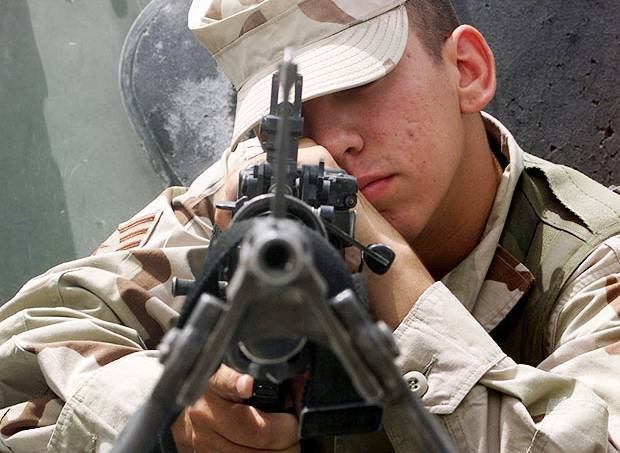 4faad401865be227300000f0metralhadora-soldado-guerra-batalha.jpg