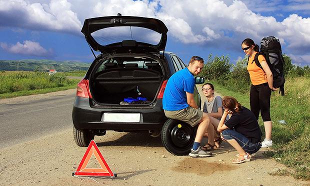 4fe89262865be20e54000141pneu-furado-carro-estrada-amigos-viagem.jpg