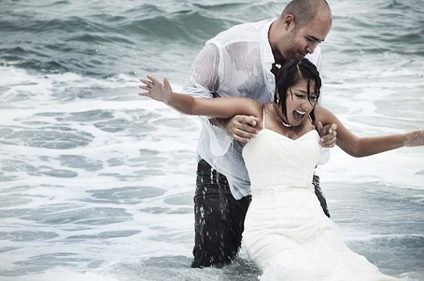 522f79ae865be21bcf000209trash_the_dress_-_wetlook_in_wedding_clothes_-_heterosexual_couple_in_sea.jpeg