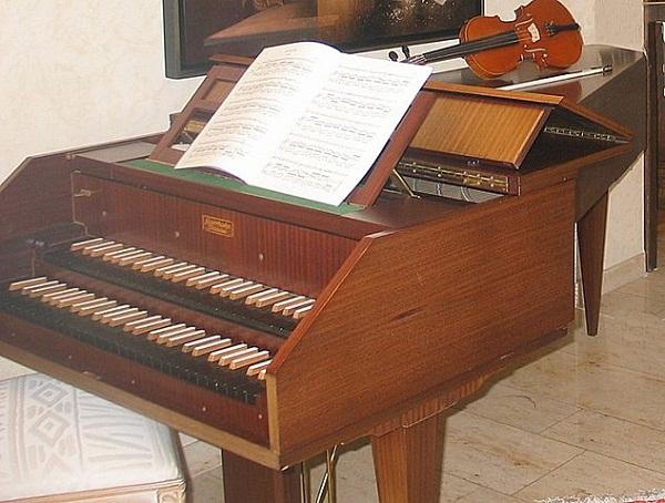 633px-Harpsichord_1980