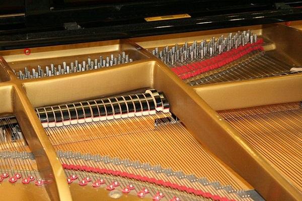 Piano_inside