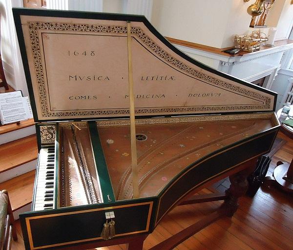 Harpsichord_in_a_church