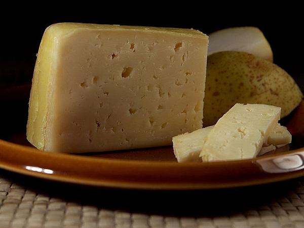 52792cef865be22835000629640px-tilsit_cheese.jpeg