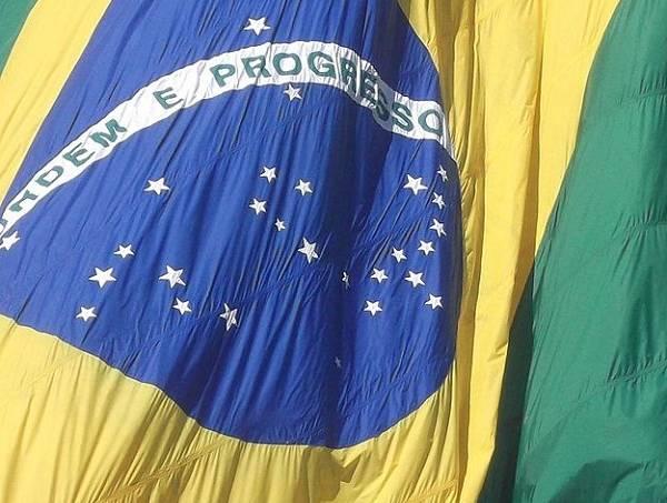 52d6cbfe982768187e00014b625px-bandeira_do_brasil_01.jpeg