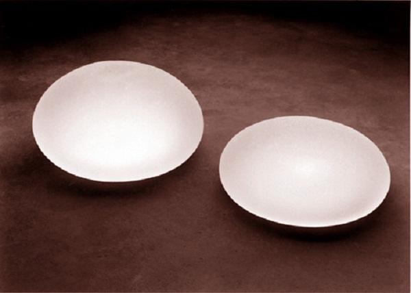 Saline-filled_breast_implants