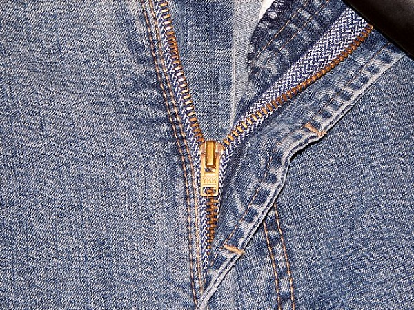 5304fc0698276865c50002f6640px-ykk_zipper_on_jeans.jpeg