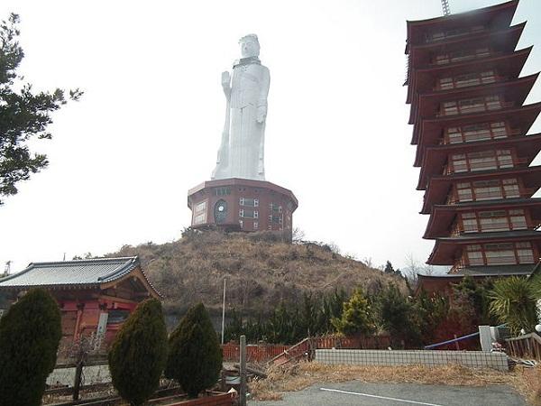 640px-Heiwakannonji,平和観音寺,世界平和大観音像_DSCF3854