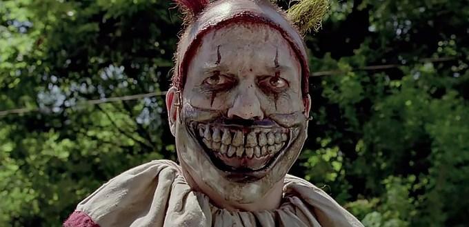 5632286682bee127f103407epalhacos-americanos-nao-gostaram-american-horror-story-freak-show-maze-blog.jpeg