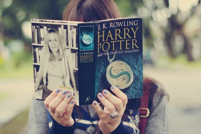 5658b6fc82bee174ca00650egirl-reading-harry-potter-book-1680×1050.jpeg