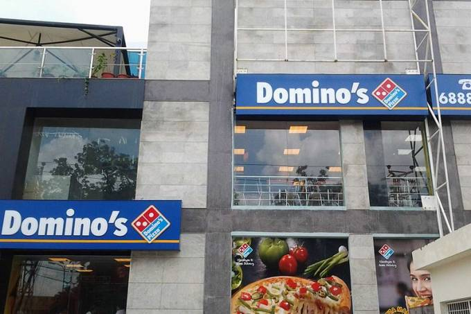 800px-dominos_pizza_outlet