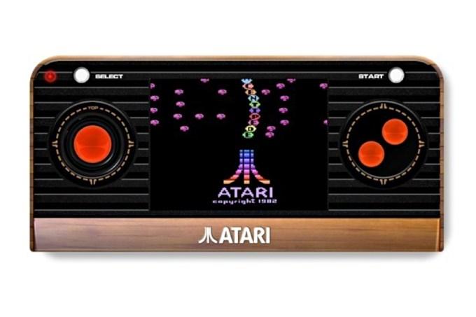 Atari revela portátil retrô com inspiração no Nintendo Switch
