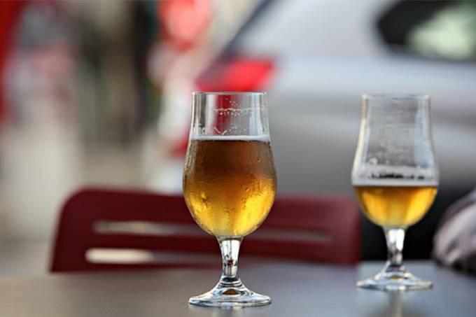 Beber cerveja pode estimular clareza mental, diz estudo
