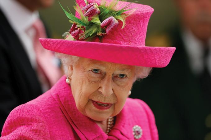 Rainha é denunciada por não estar usando cinto de segurança
