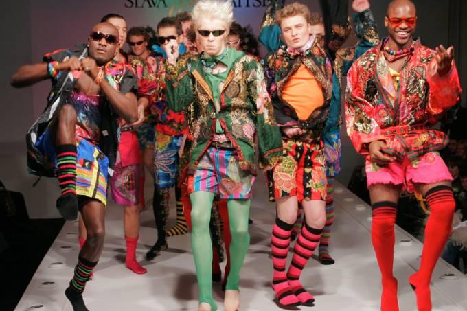 Quem usa aquelas roupas esquisitas dos desfiles de moda?