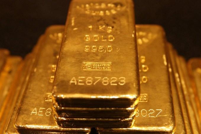gold-bars-gold-dust-diamond-saphire-283272