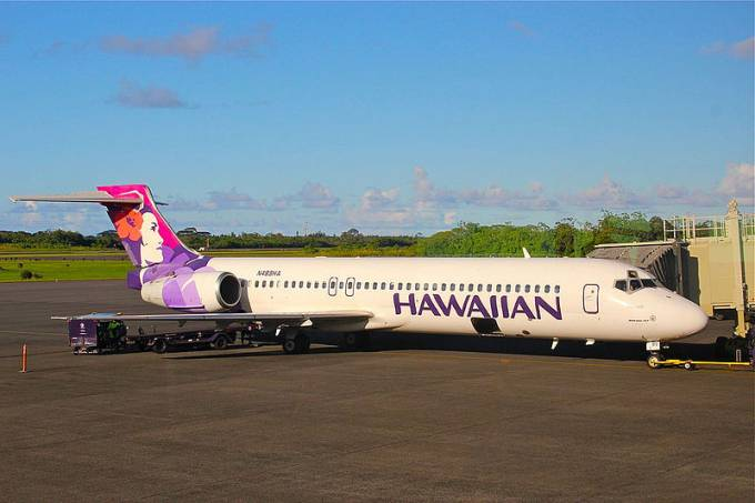 hawaiian_airlines_boeing_717_at_hilo_international_airport