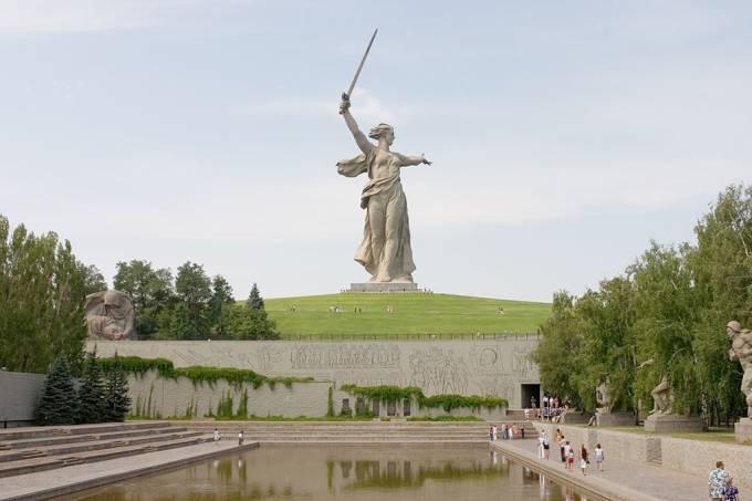 """O que significa o sufixo """"grado"""" no nome de cidades russas?"""