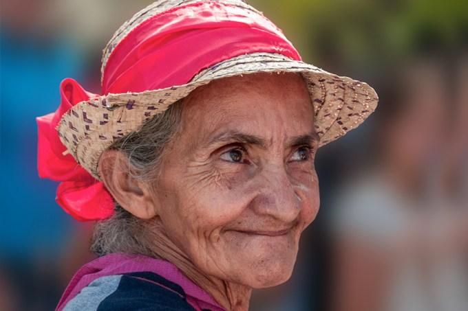 Mulheres com mais de 85 anos são mais felizes porque seus parceiros estão mortos, diz pesquisa