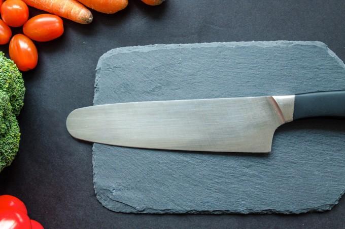 Juiz inglês diz que tirar a ponta de facas de cozinha pode diminuir onda de violência