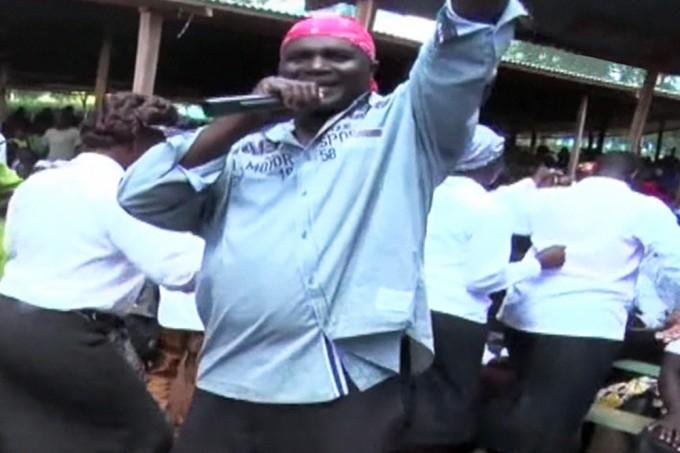 Igreja Católica suspende padre queniano que fazia rap em sermões