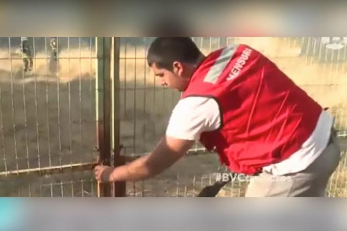 Chileno tenta ajudar bombeiros, mas não encontra a melhor maneira