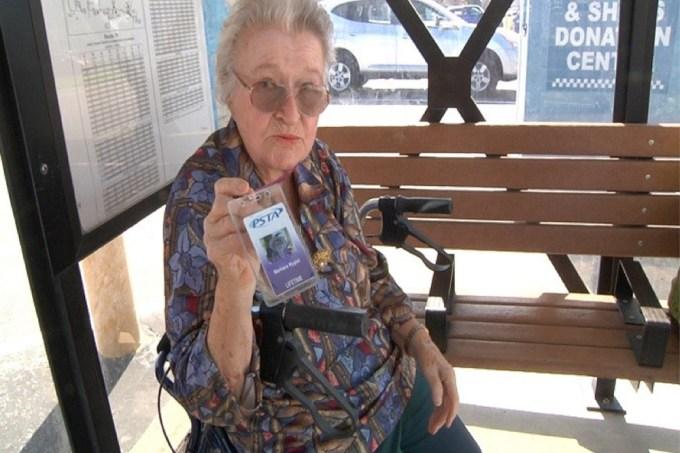 Idosa de 103 anos ganha passe vitalício como presente de aniversário