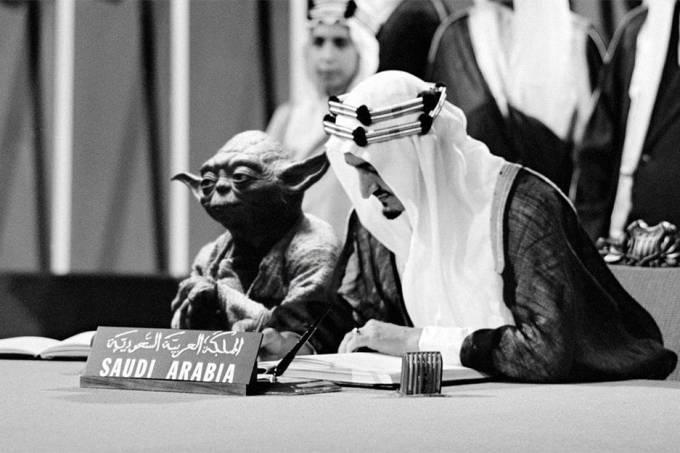 Arábia Saudita imprime livros com Mestre Yoda sentado ao lado de rei