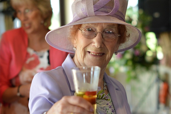 Beber pequenas quantidades de álcool pode ser a solução para viver até os 90 anos, aponta estudo