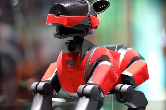 """Após """"morrerem"""", cachorros-robôs japoneses ganham cerimônia budista"""