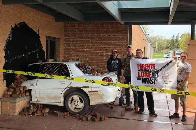 Estudantes criam pegadinha elaborada e recebem elogios da polícia