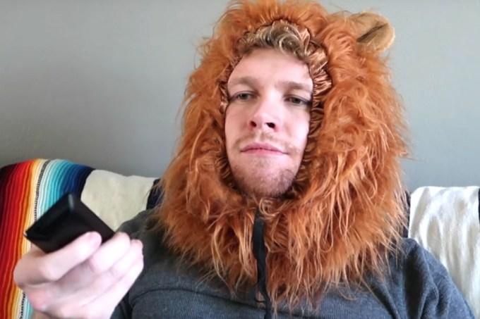 A propaganda de uma juba de leão exemplifica como comerciais funcionam