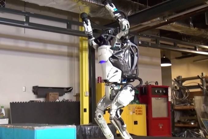 Robôs aprenderam a dar saltos mortais e o futuro ficou um pouco mais assustador
