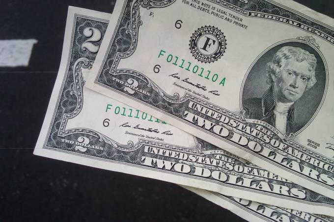three_consecutively_numbered_two-dollar_notes