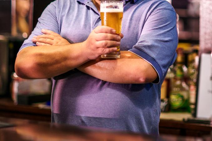 Não é fake news- homens com barriga de chope são mais atraentes, diz estudo_home