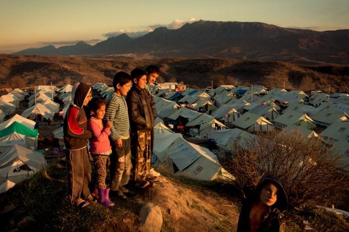 ONG recebe doações de milhas aéreas para reunir famílias de imigrantes e refugiados