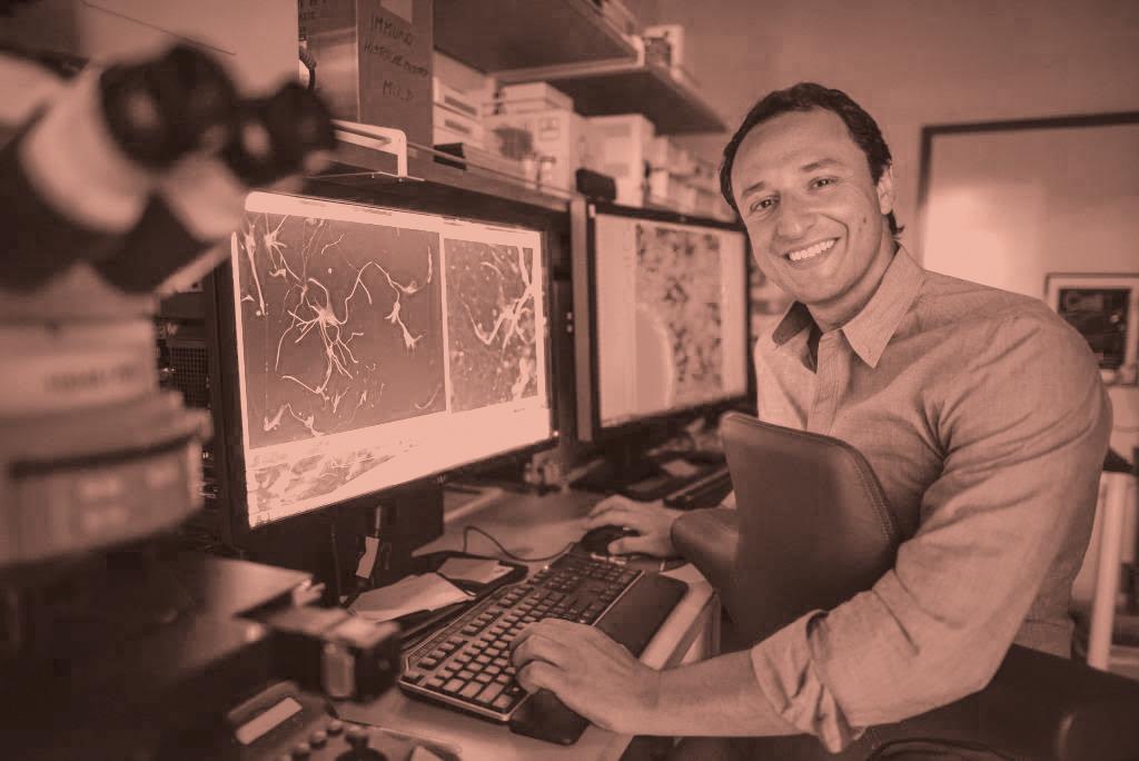 """<b id=""""message-undefined"""" class=""""error-message"""">Imagem sem crédito e fonte</b> Alysson Muotri, 44, nascido em São Paulo, em seu laboratório na Universidade da Califórnia em San Diego (UCDS)."""
