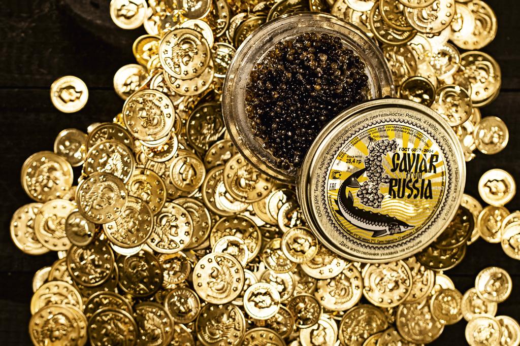 Agora você pode dizer que já viu (mesmo que não tenha comido). Este é o caviar russo. 100 gramas de ovas de esturjão beluga podem custar uns R$ 5 mil.