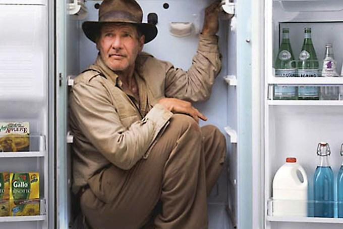 sobreviver a uma bomba atômica na geladeira