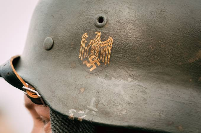 nazismo-julgamento-capacete-soldado