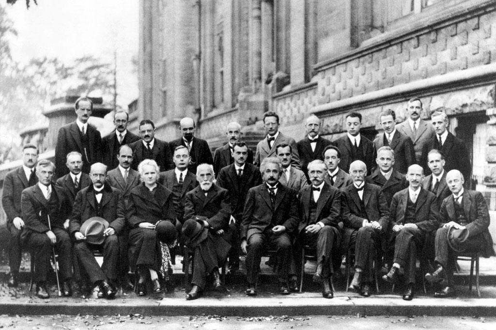 <strong>A quinta conferência de Solvay, na Bélgica, colocou 17 prêmios Nobel para debater física quântica em 1927.</strong>